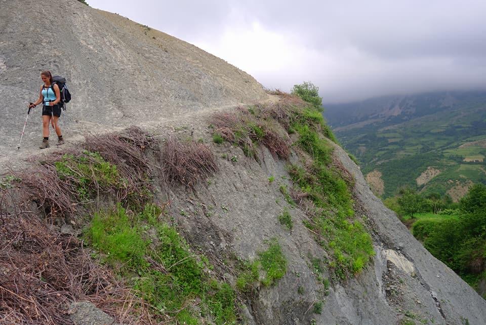 La voie des bergers consolidés par des branchages.