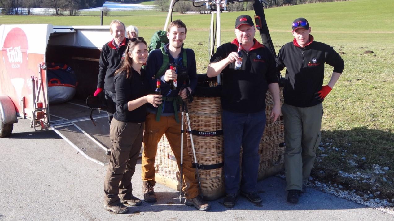 Une bière avec l'équipe de la montgolfière