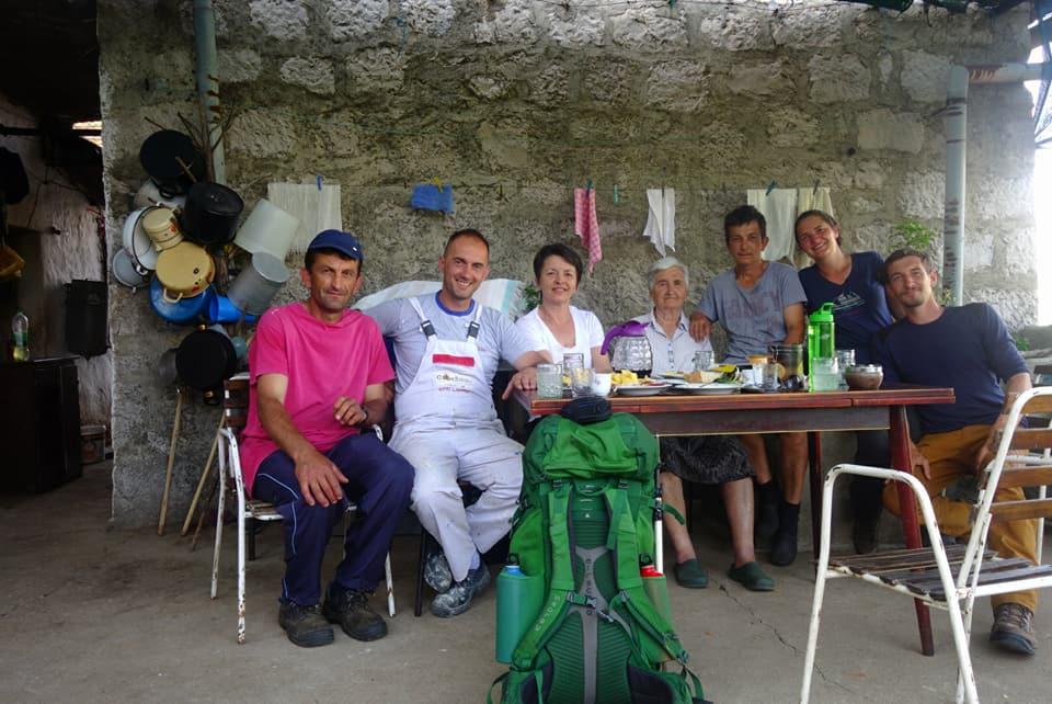 Amélie et Vincent accueillie dans une famille en Bosnie