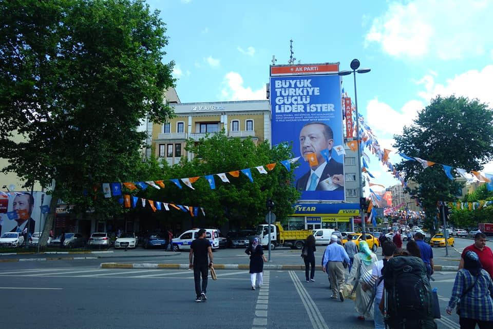 Turquie - Erdogan omniprésent en campagne électorale