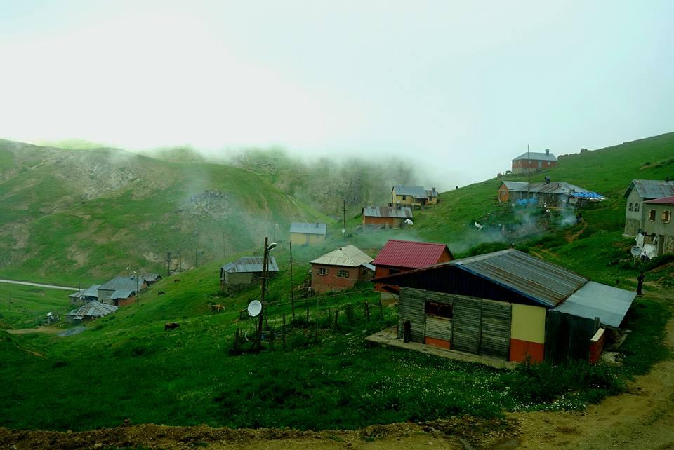 Turquie - Petit village perdu dans les nuages