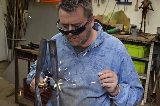 Thierry Daniel dans son atelier