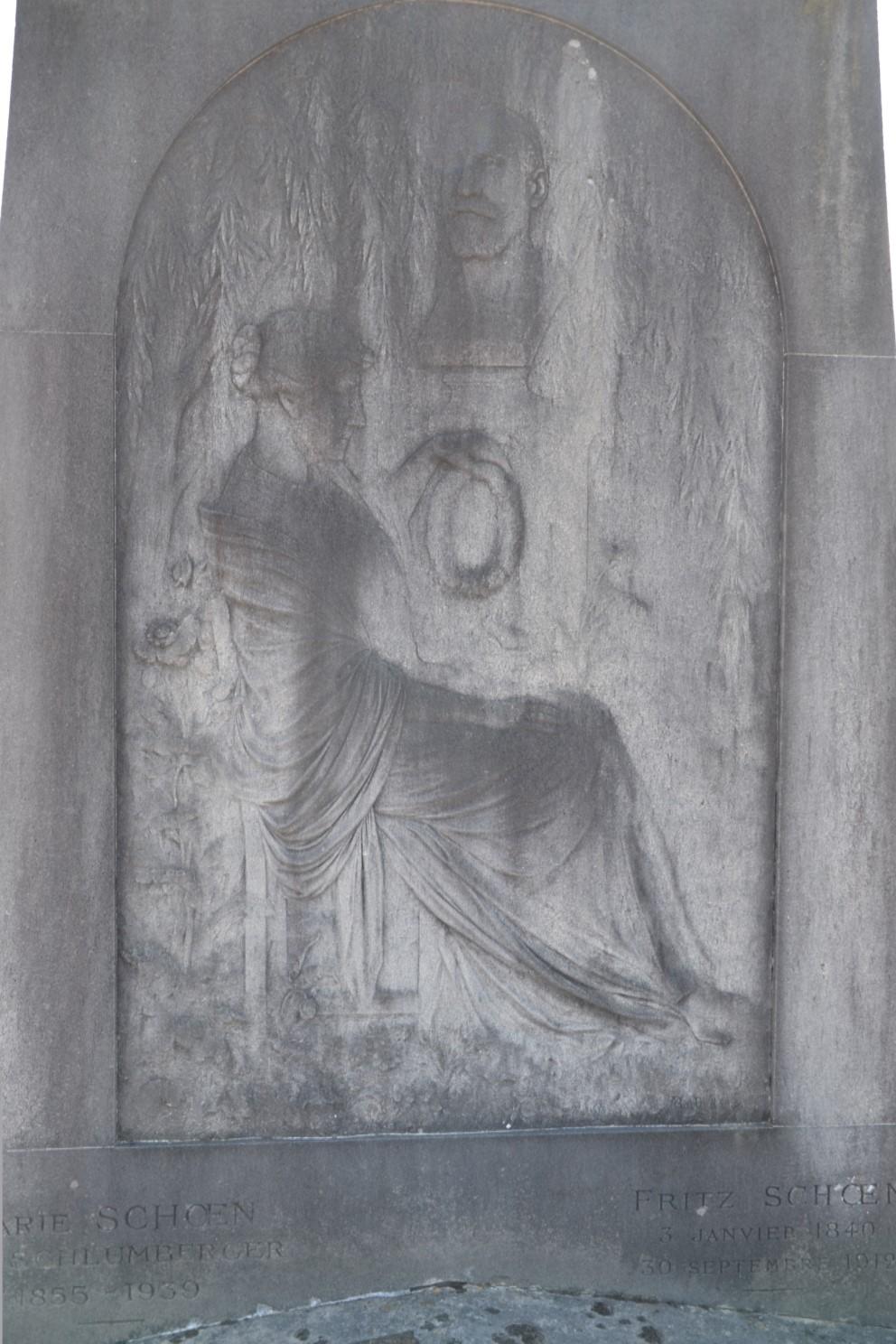 Bas relief de Marie et Fritz Schoën - cimetière Montlignon