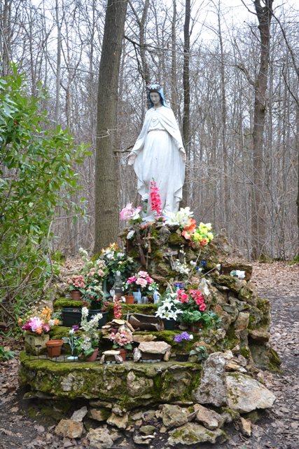 Vierge noire dans la Forêt de Montmorency