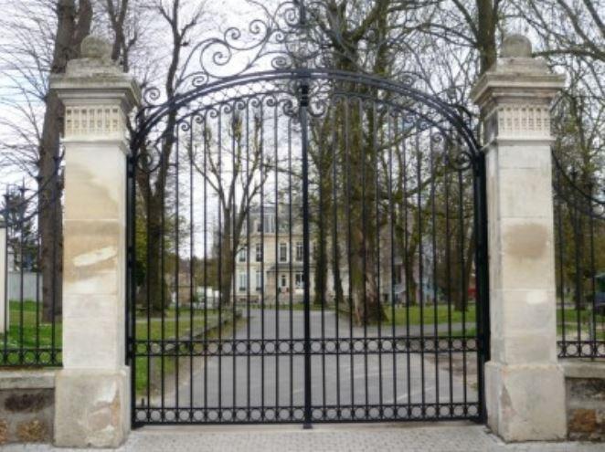 Grilel d'entrée du domaine de la chaumette (photo issue site internet Saint-Leu Tourisme)
