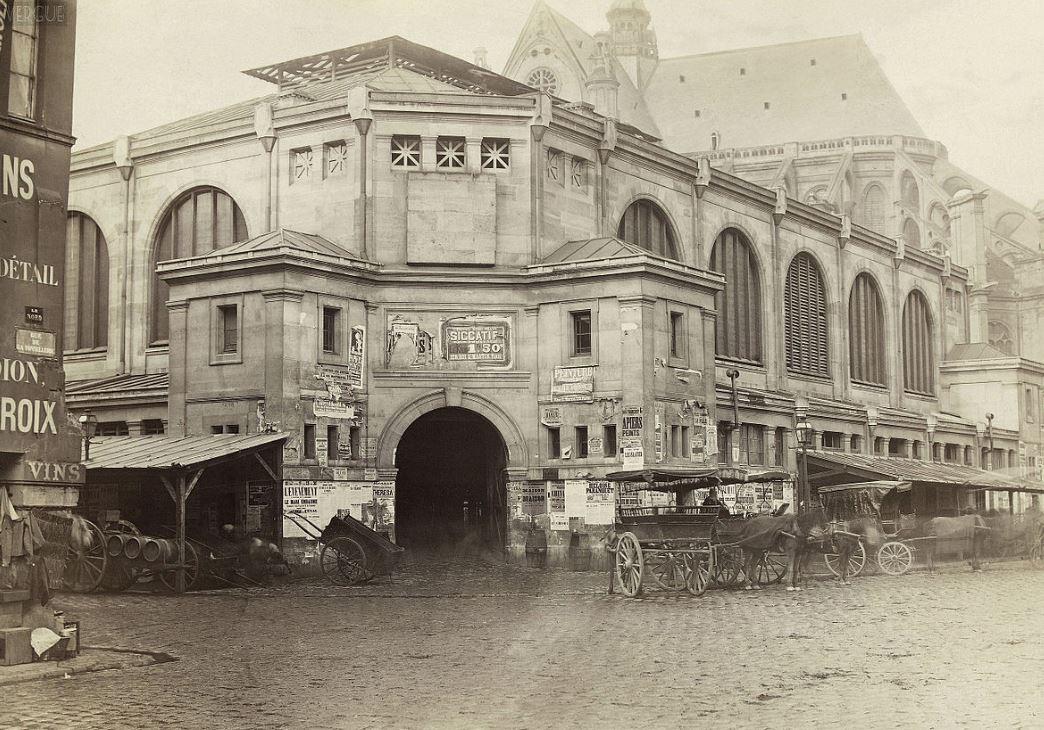 Premier pavillon en pierres en 1866 peu avant sa démolition (wikipedia)