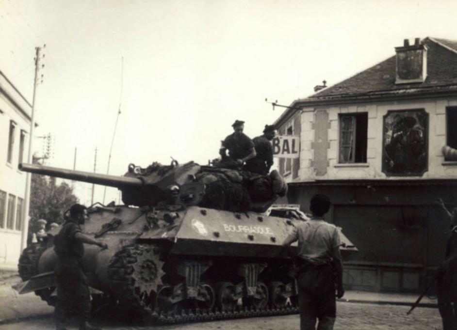 Tank Bourrasque au carrefour du Nègre (Collection Jean-Pierre Bousquet)