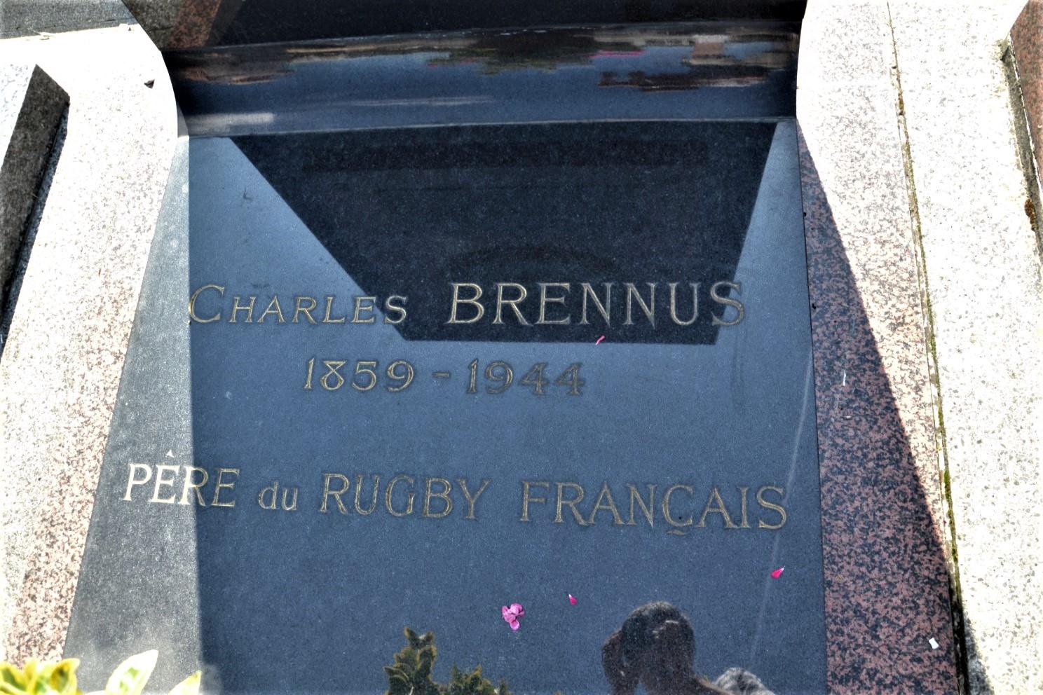Pierre tombalde Charles Brennus