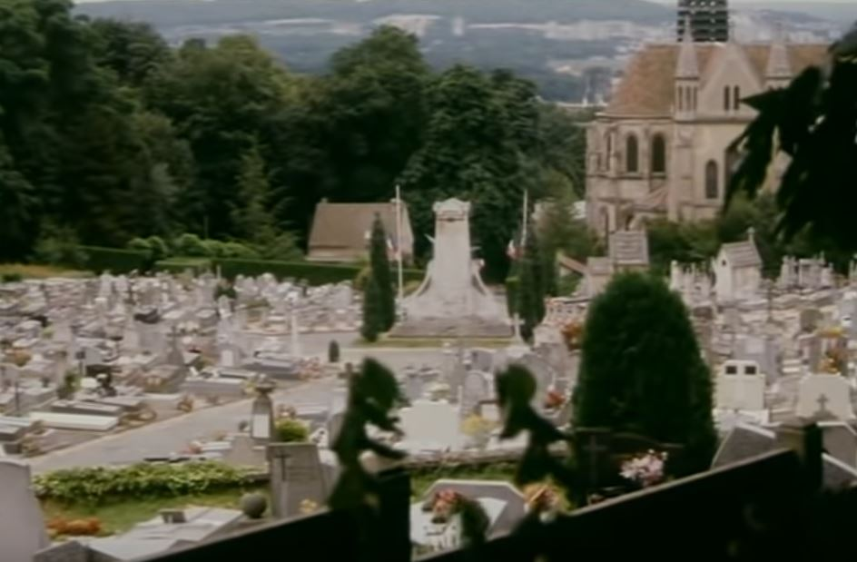 Eglsie et cimetière de Taverny (extrait de Chapeau melon et Bottes en cuir)