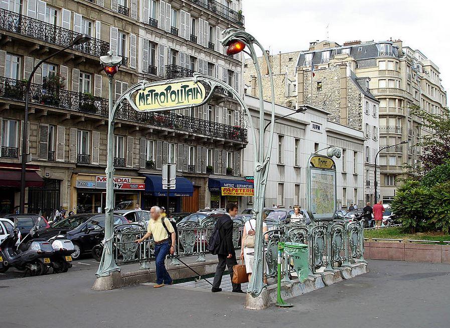 sortie du Métro parisien