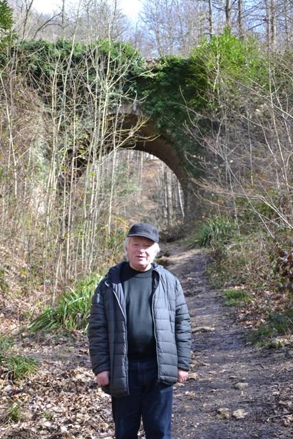 André Monneau devant le Pont du Diable