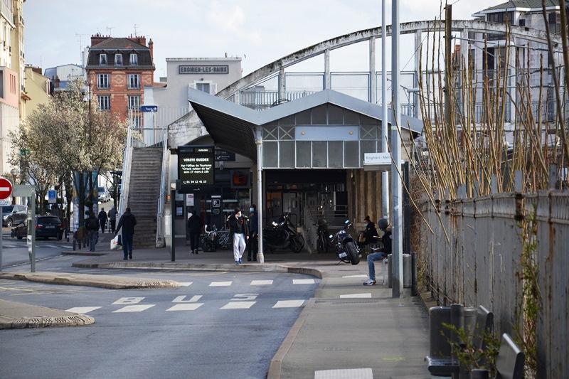 Refoulons - hall de la gare du Refoulons à Enghien