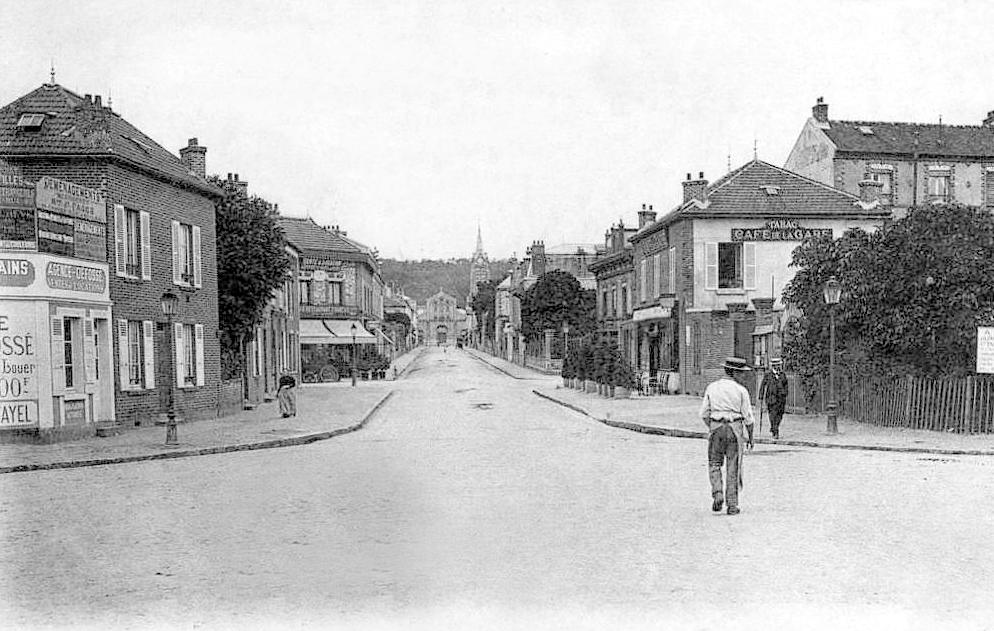 Rue de la Gare à Saint-Leu-la-Forêt