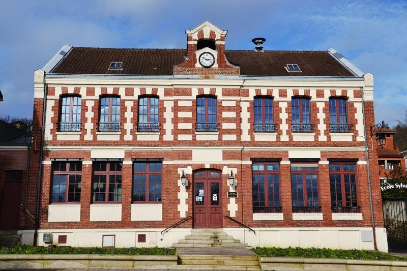 L'ancienne mairie-école devenue bibliothèque à Andilly