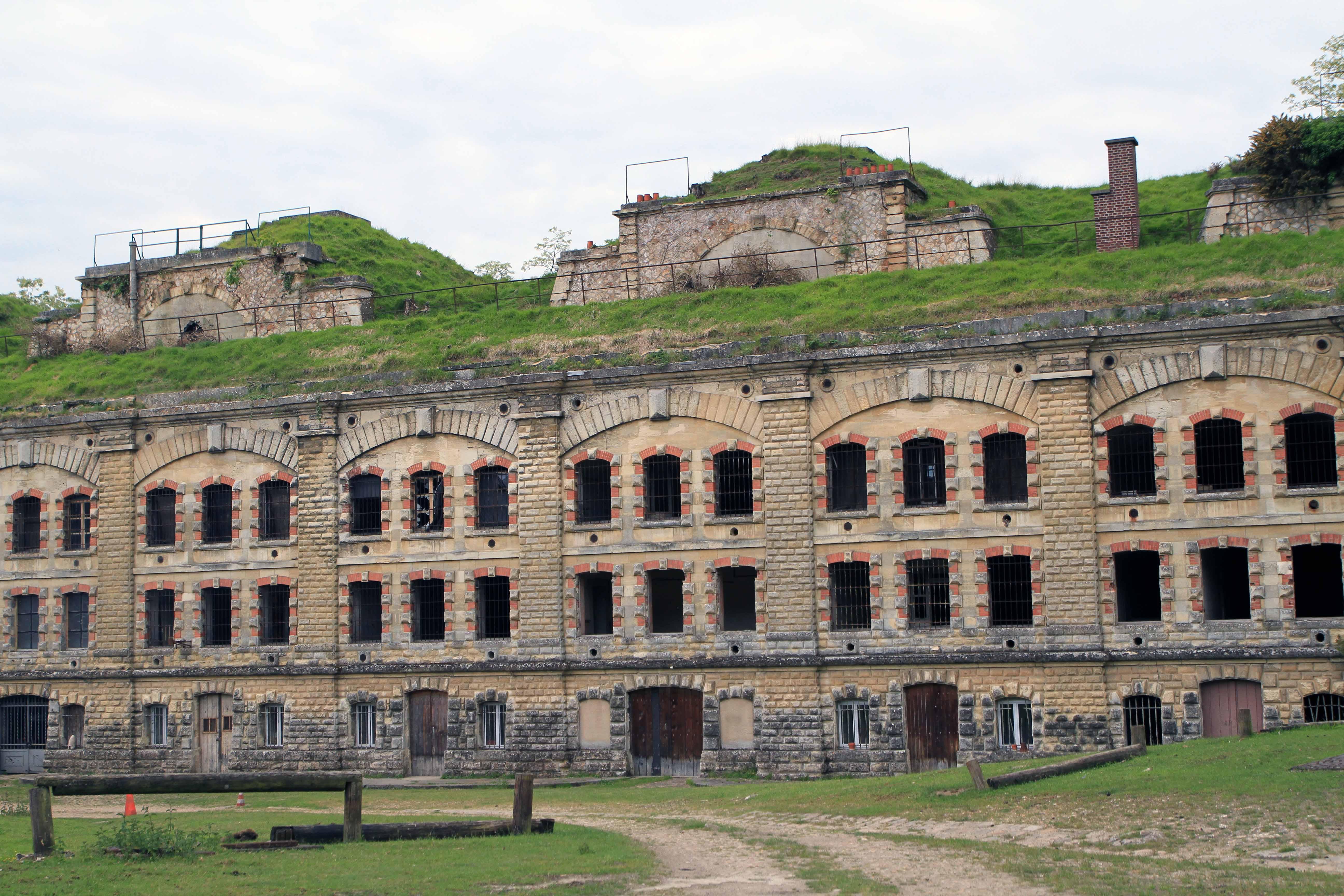Fort de Cormeilles - vue generle (issue du site internet des Amis du Fort de Cormeilles)