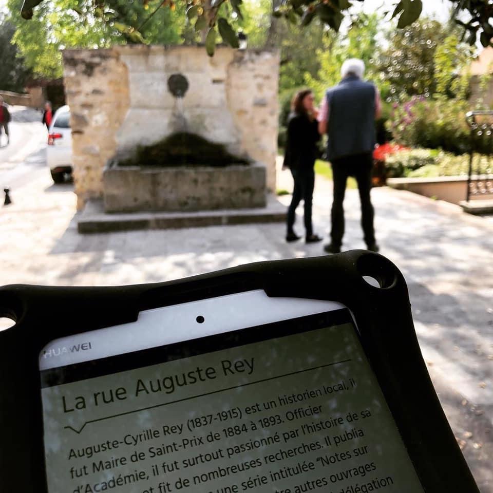 Visite de Saint-Prix avec tablette