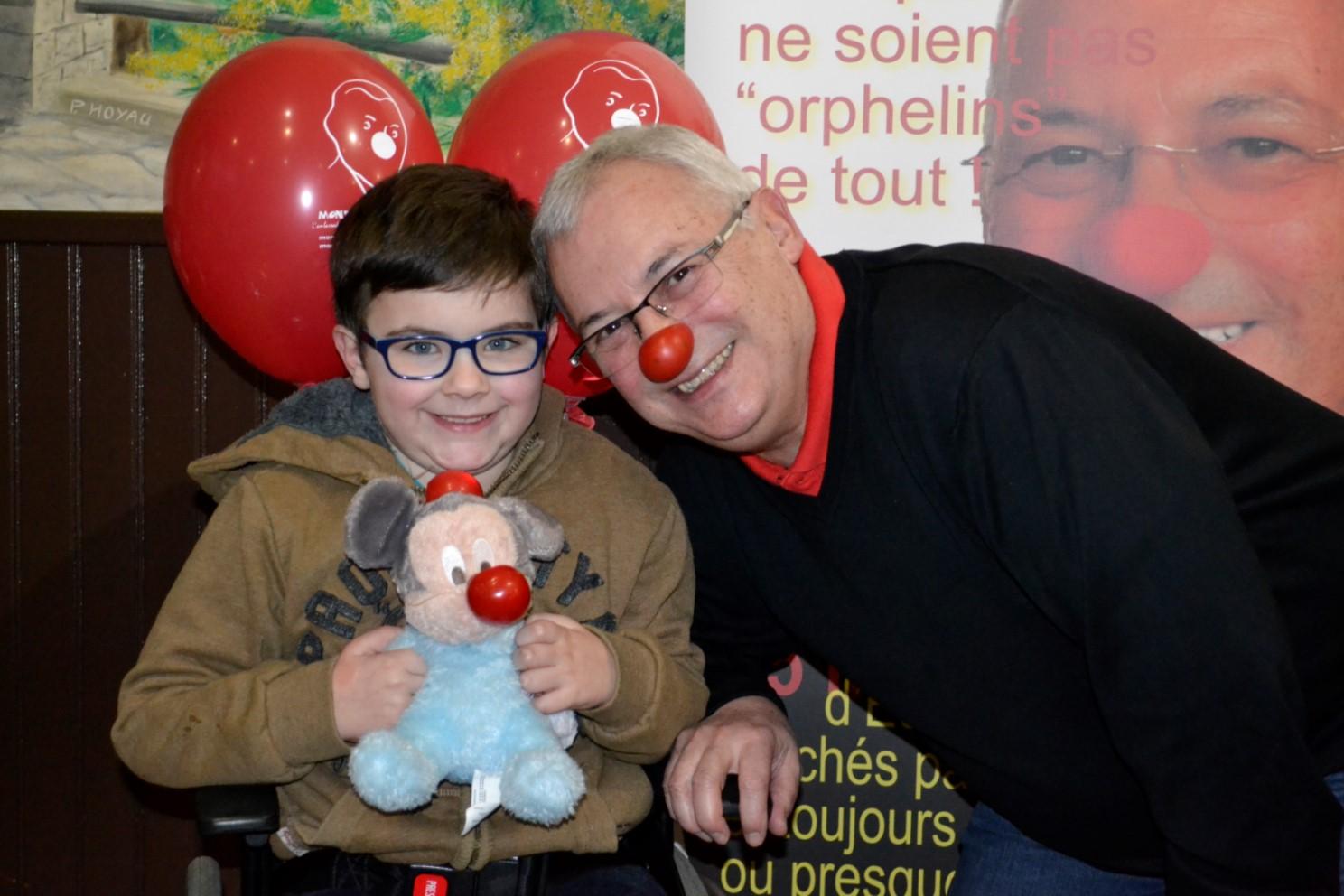 Léo avec Monsieur Nez rouge
