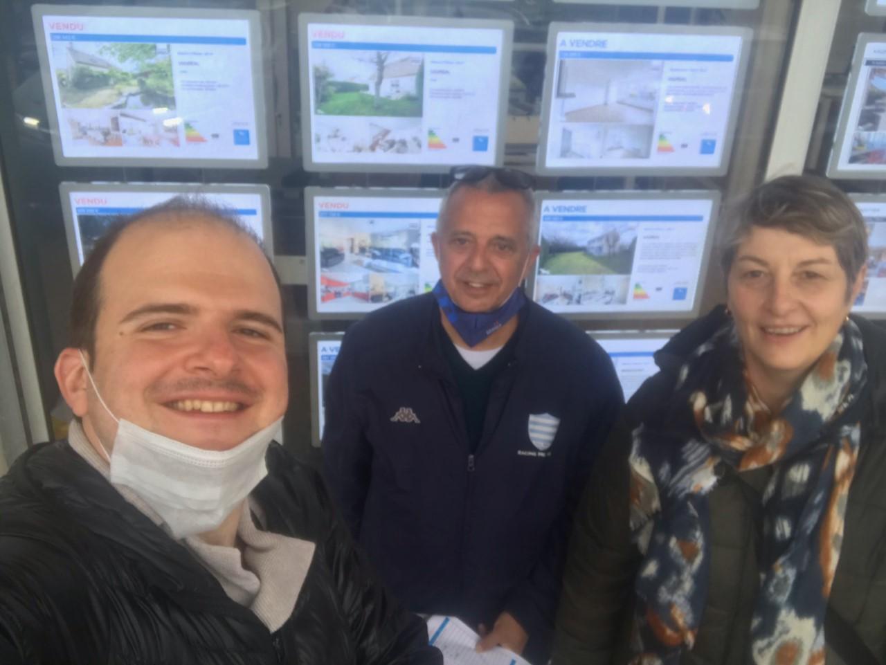 Thomas Fiorani en compagnie de deux bénévoles de Toit à Moi