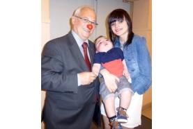 Monsieur Nez Rouge continue ses actions en faveur des tout-petits atteints de maladies rares. Aidons-le!