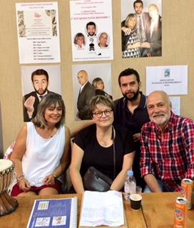 Sylvie Cassez entourée de ses acteurs (photo Roald Cassez)