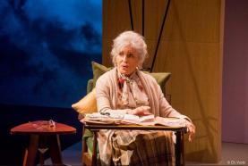 Tête d'affiche: Nicole Croisille sur les planches dans la pièce de théâtre