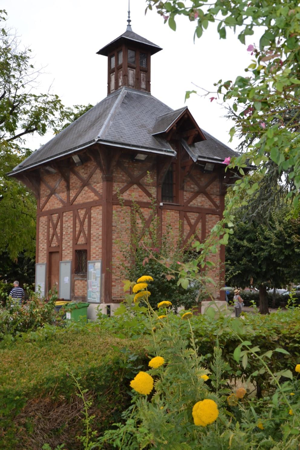Août 2018 - Chalet des boulistes dans le Parc de Mézières à Eaubonne