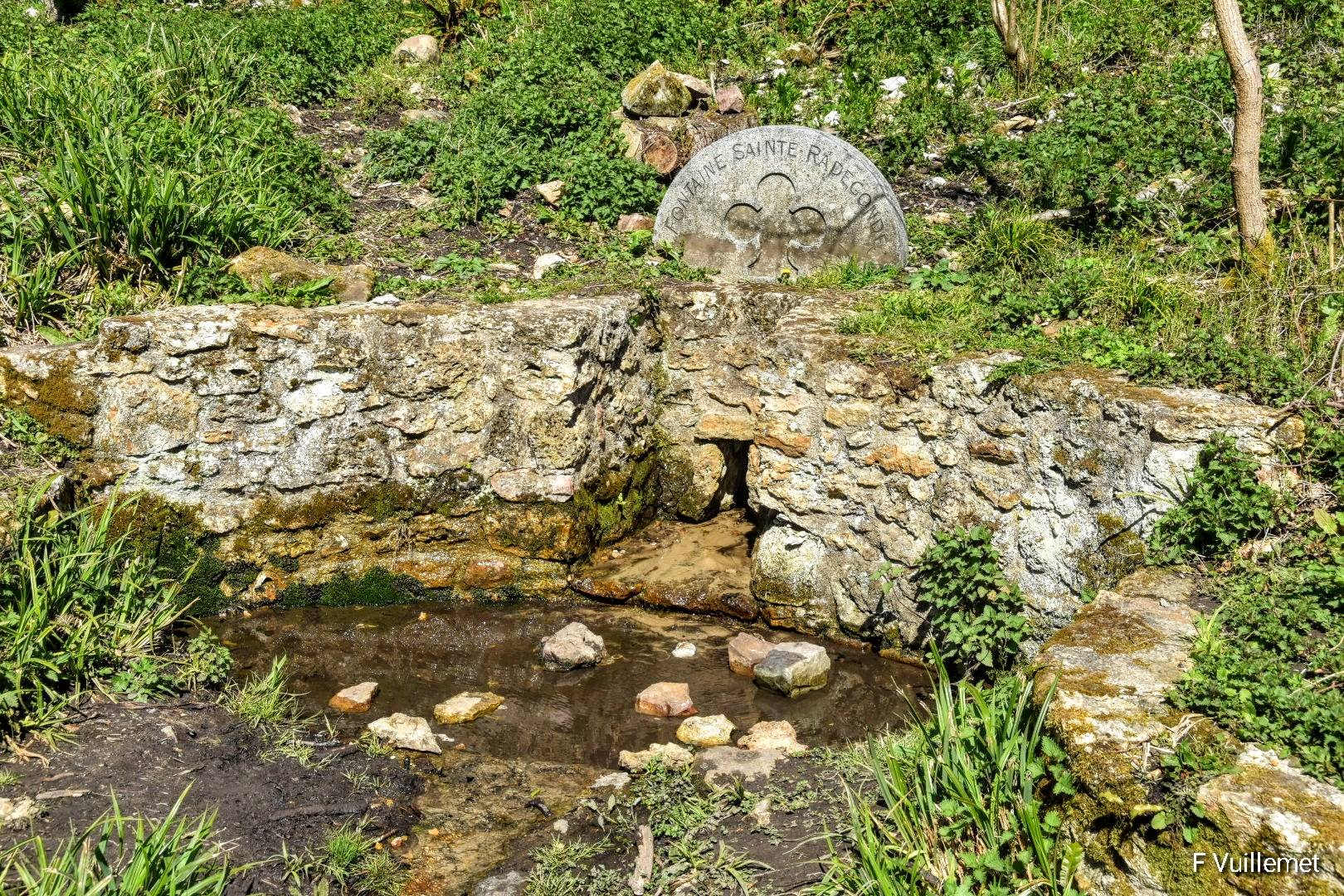 La fontaine sainte Radegonde (avril 2021 - photo de François Vuillemet)