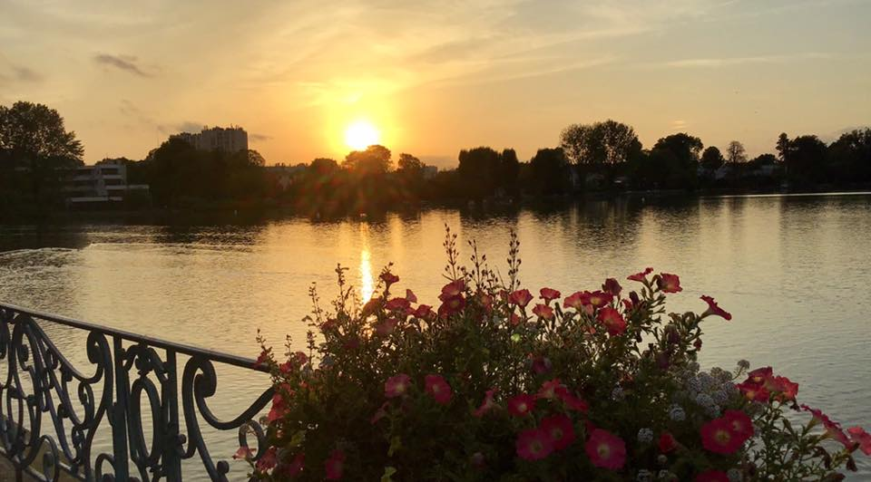 Soleil couchant sur le lac d'Enghien (octobre 2019 - photo de Jean-Pierre Bousquet)