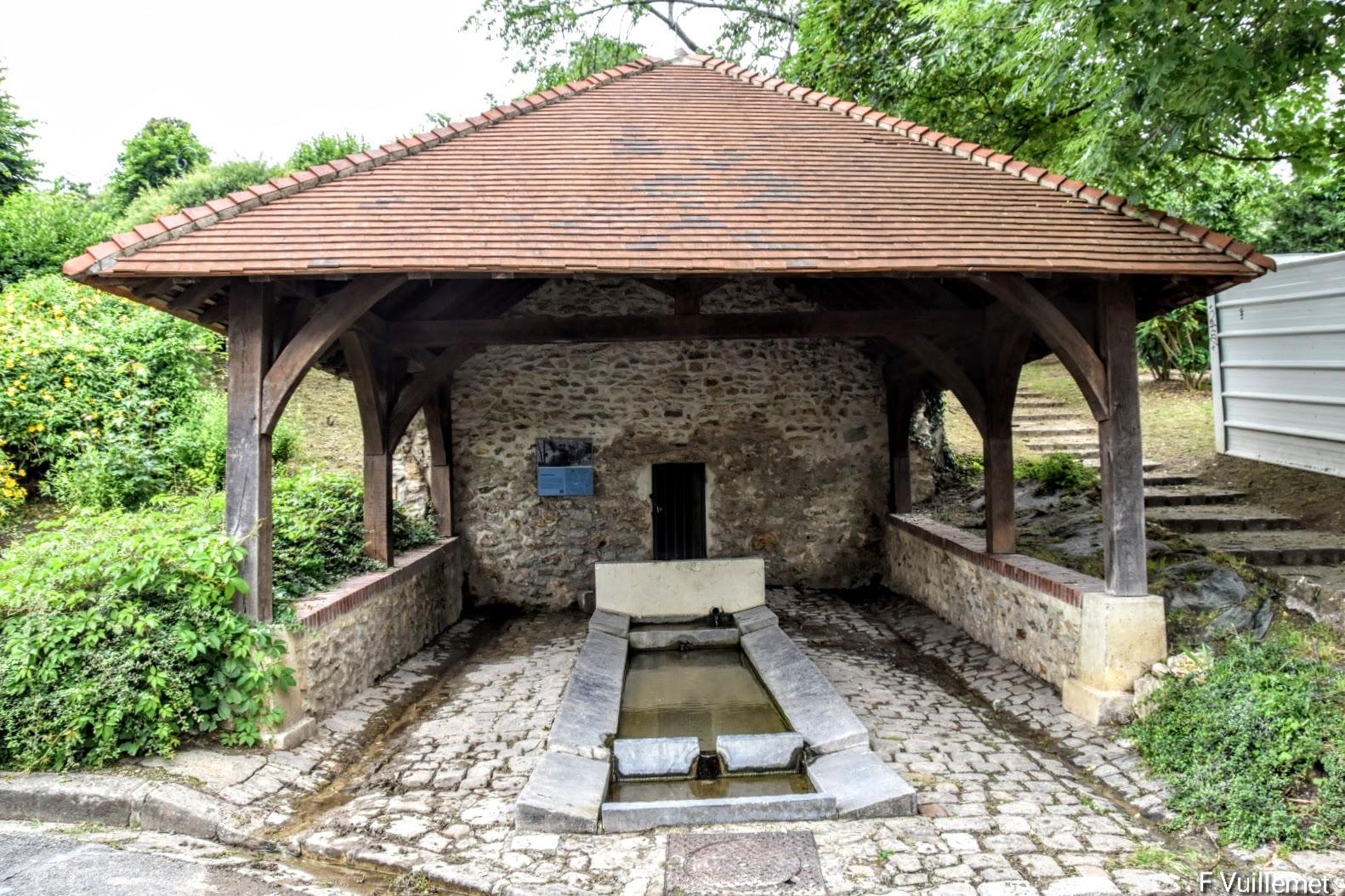 Le lavoir de l'Eauriette à Saint-Leu-la-Forêt (juillet 2021 - photo de François Vuillemet)