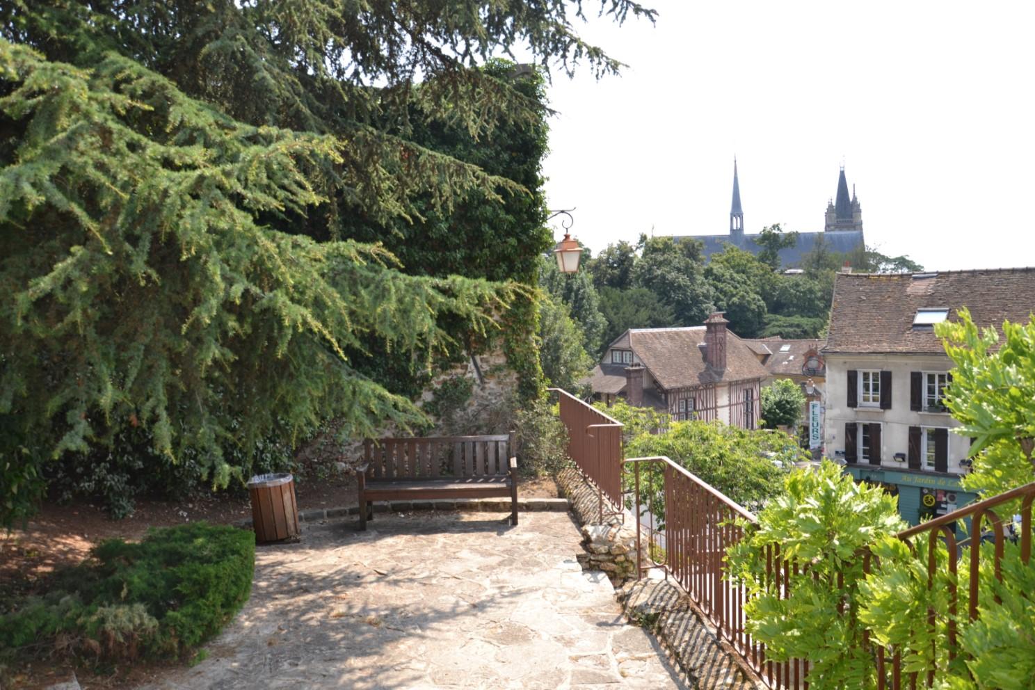 Montmorency - Vue depuis les jardins de l'Observance (au loin la Collégiale Saint-Martin)