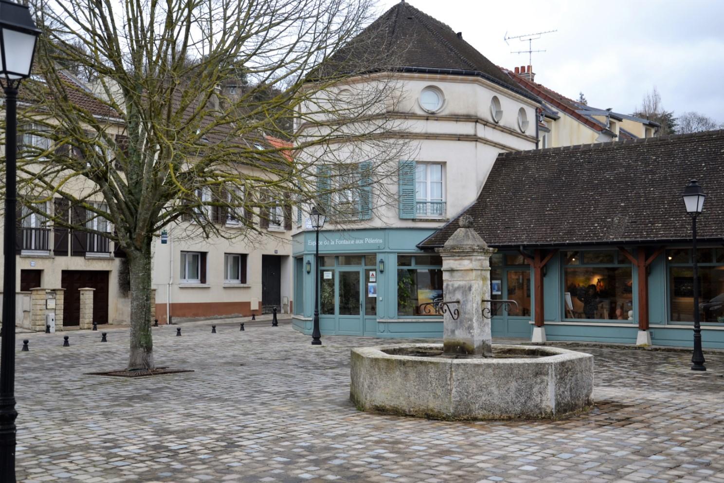 La fontaine aux Pèlerins à Saint-Prix (juin 2020)