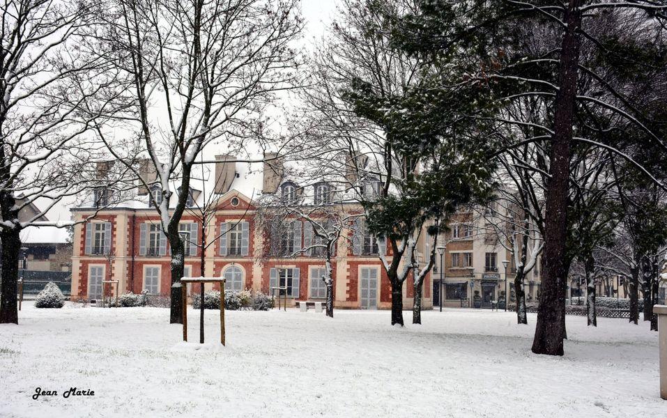 Episode neigeux - Château Catinat (janvier 2021 - photo de Jean-Marie Perdrial)