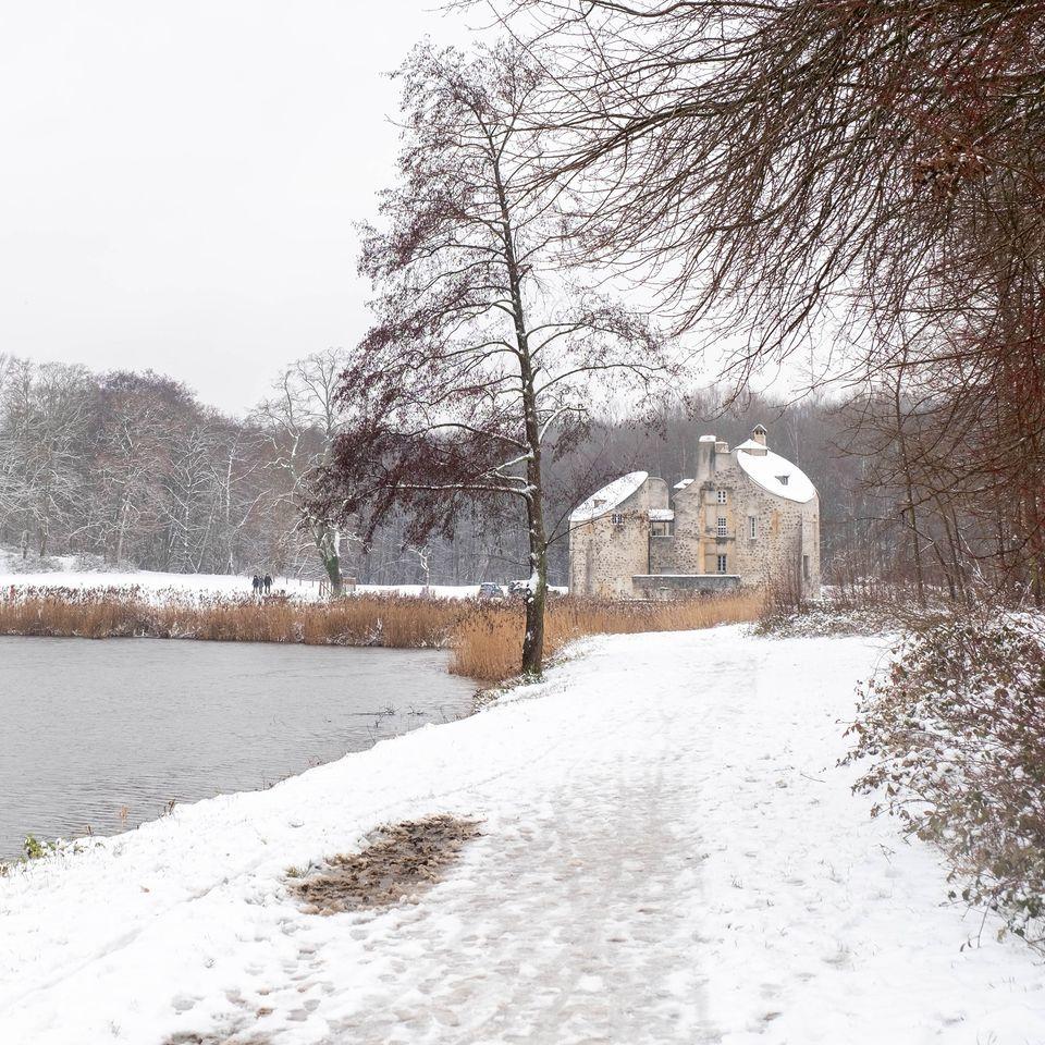 Episode neigeux : Château de la chasse (janvier 2021 - photo de Jean-Pierre Even)