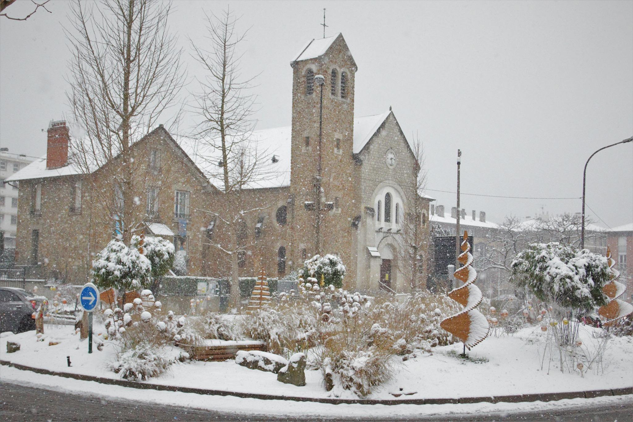 Episode neigeux - Eglise Sainte-Madeleine à Franconville (janvier 2021 - photo de Patrick Danielou)