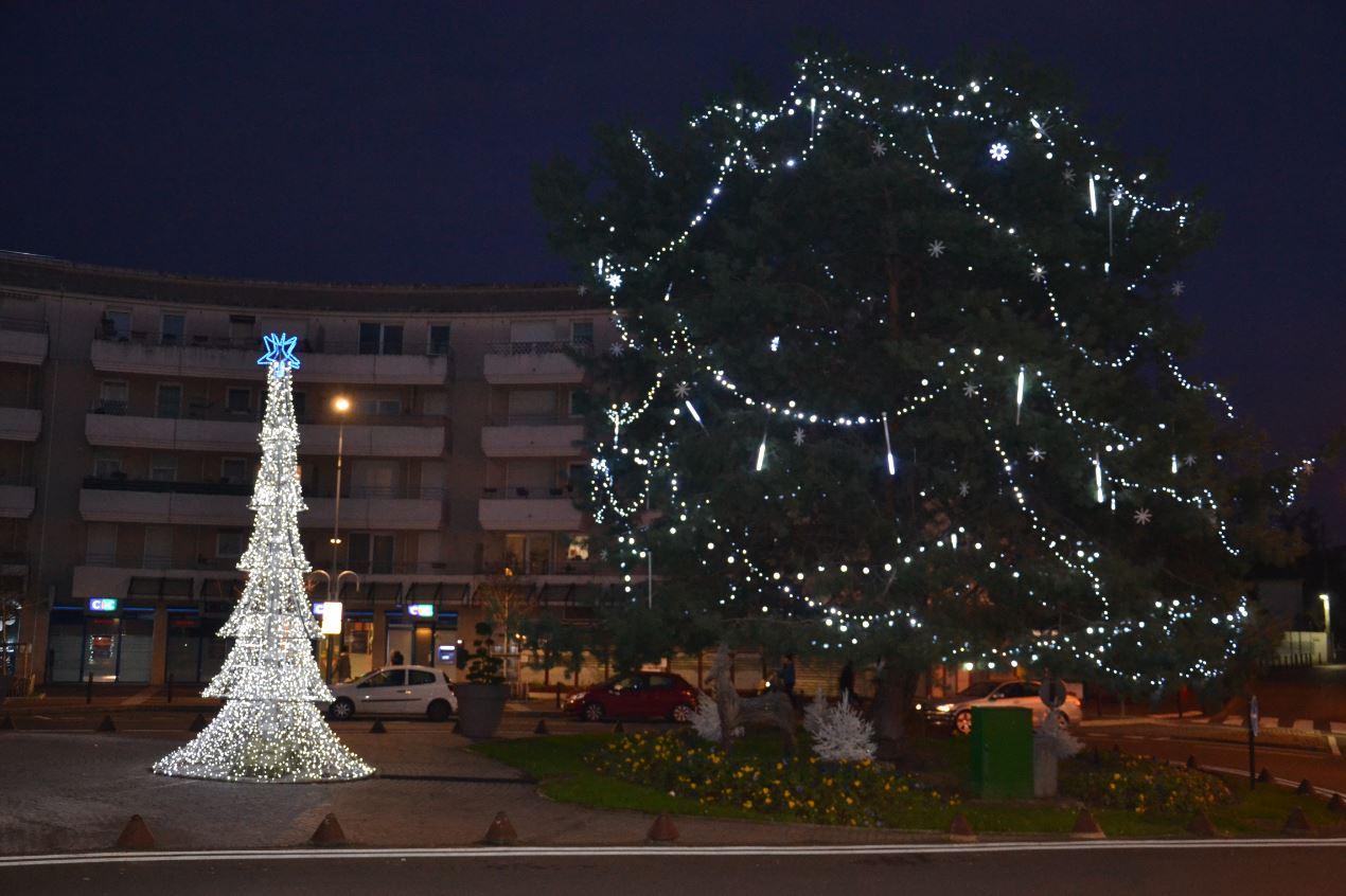 Illuminations à Ermont - place Anita Conti (décembre 2019)
