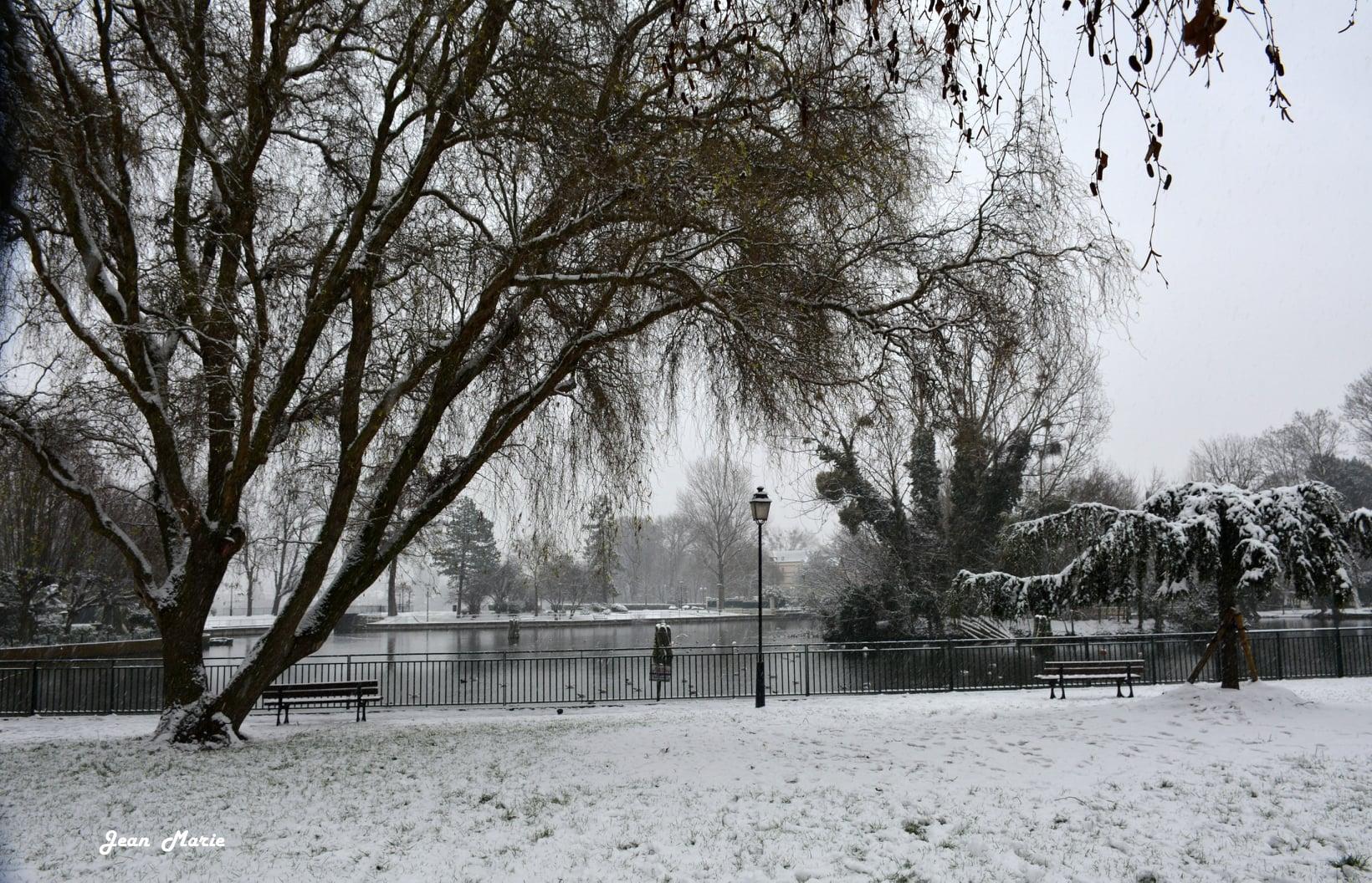 Episode neigeux - Petit lac à Saint-Gratien (janvier 2021 - photo de Jean-Marie Perdrial)