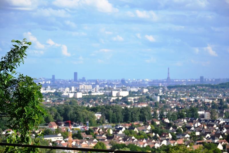 La tour Eiffel vue depuis Saint-prix (juin 2020)