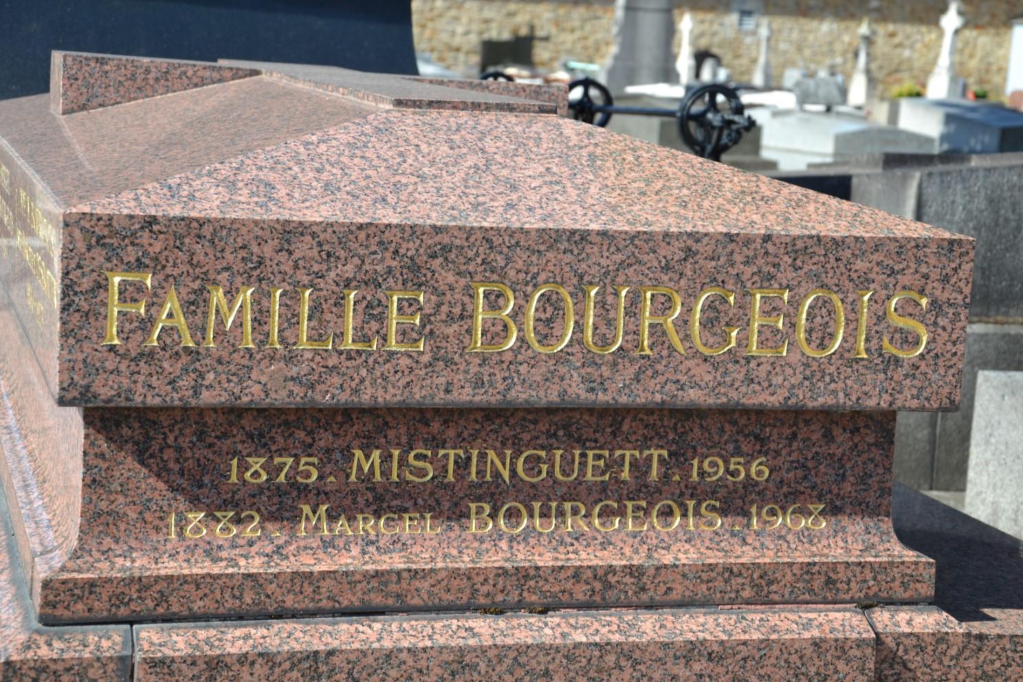 Septembre 2018 - Petite pensée pour Mistinguett qui repose au cimetière d'Enghien-les-Bains